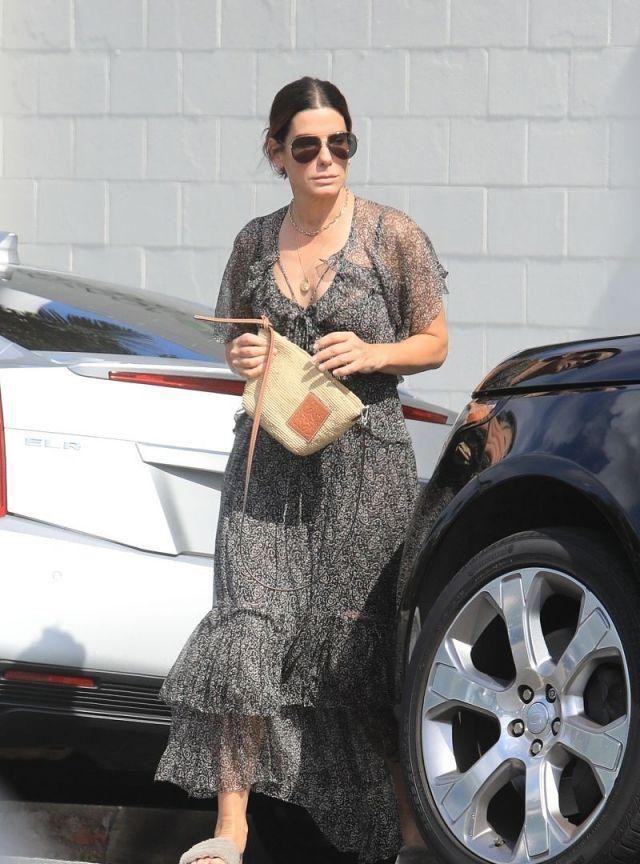 双料影后桑德拉·布洛克素颜穿纱裙仙极了