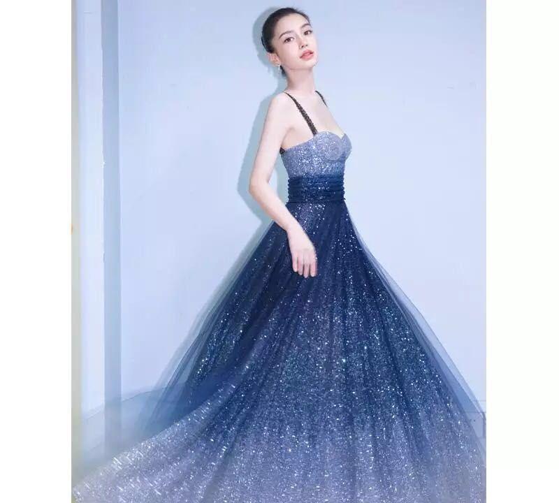 穿这个裙装的baby真的很漂亮,黄晓明好福气啊!