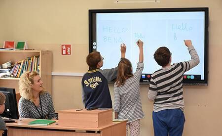 提升国际学校竞争力,明基互动教育平板玩转Edtech