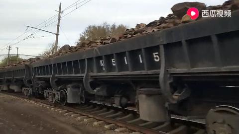 辽宁抚顺东露天煤矿的韶峰直流电机车