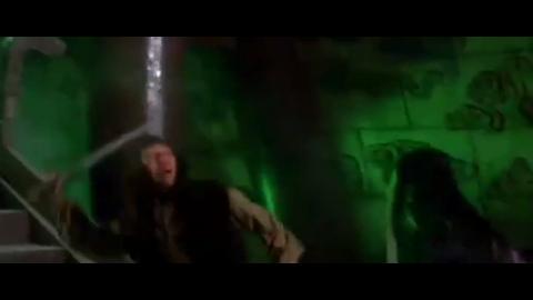 丁鹏得谢晓峰之助重获圆月弯刀,一刀斩杀卑鄙叛徒柳若松