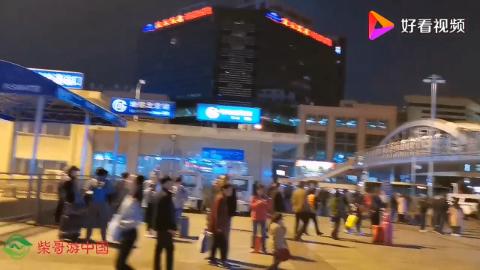 10月13日北京火车站一首《东方红》响彻广场令人心潮澎湃