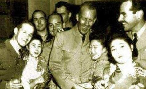 1945年美军驻日待遇,图2军官才能享受,图4的日本女子很漂亮!