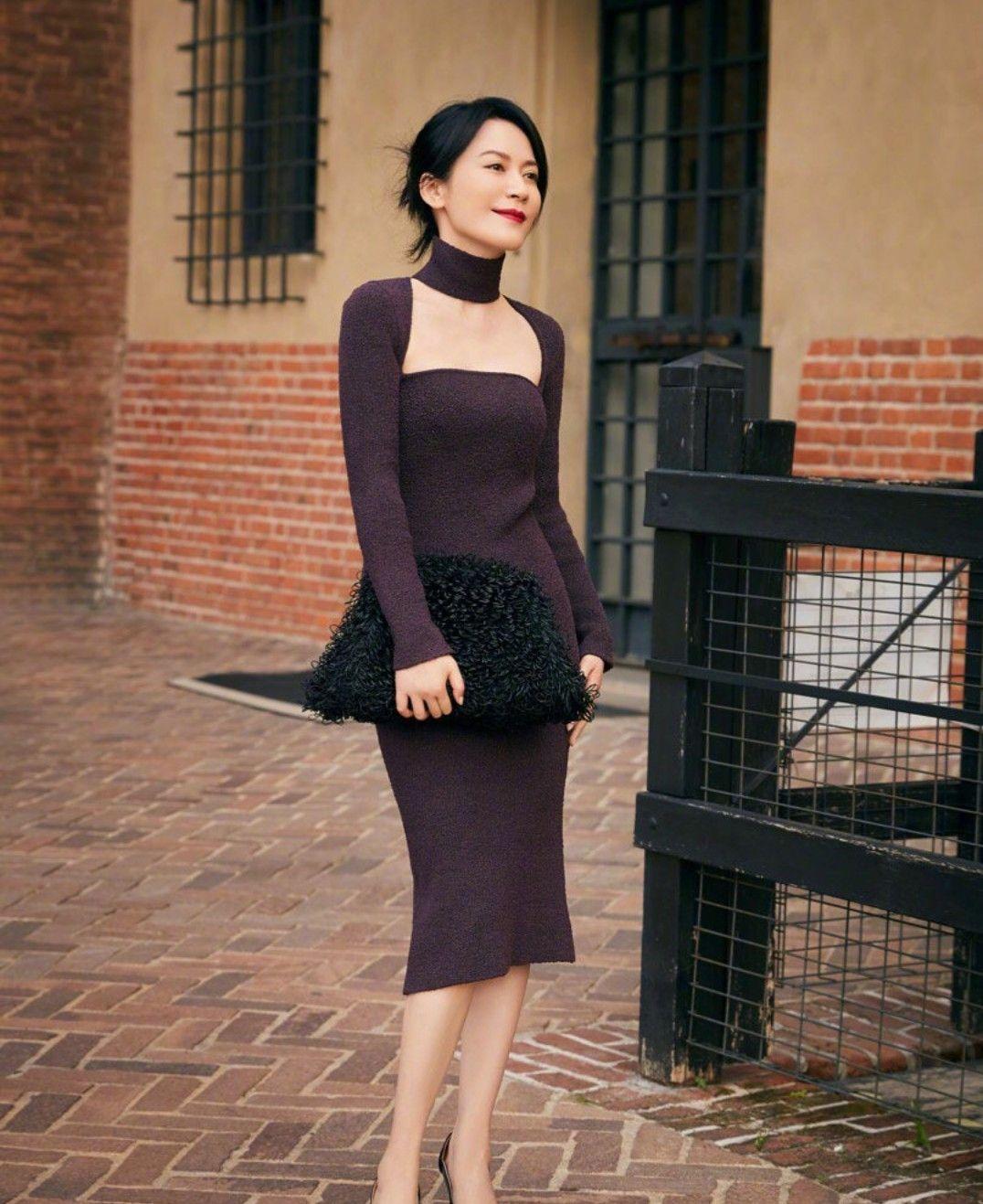 俞飞鸿穿搭look,黑色针织裙,尽显完美好身材