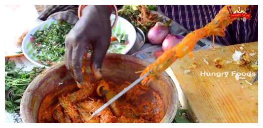 印度人买了几只大虾,回家这样煮!中国网友:送我都不吃!