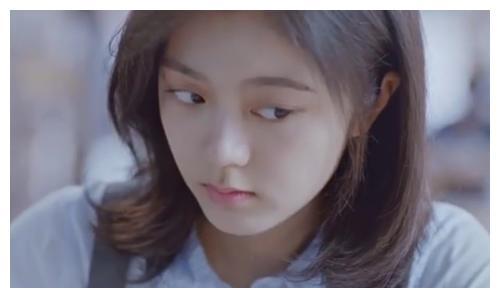 17岁赵今麦喝牛奶视频曝光,镜头怼脸后,双眼皮P都不敢这么P