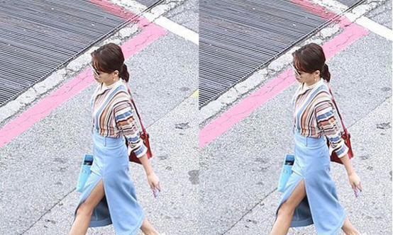 刘涛穿条纹衫现身中秋彩排现场,蓝色包臀裙下加开叉,走路好拉风