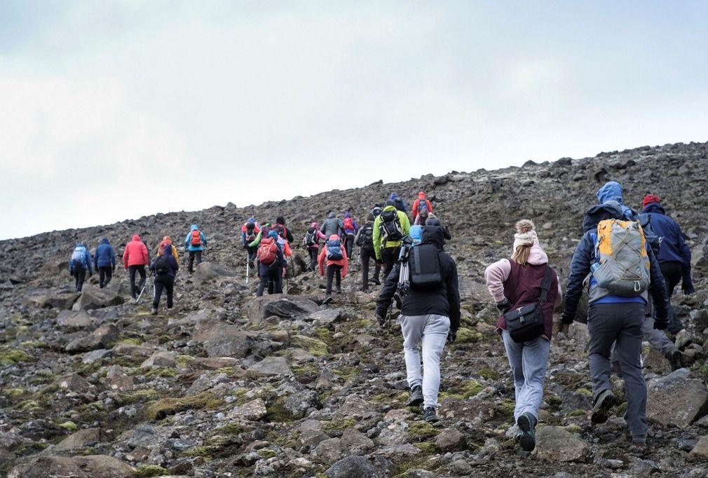 """冰岛第一个被宣布死亡的冰川,民众举行""""追悼会"""""""