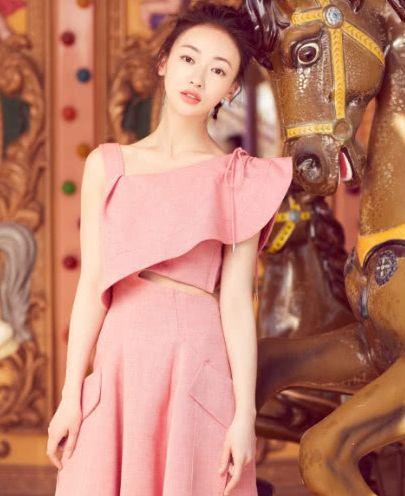 魏璎珞穿衣时尚潮流,充满着青春活力,网友:必须要收藏了!