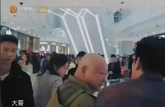 妻子的浪漫旅行丈夫们在商场找线索好害羞杜江被粉丝包围