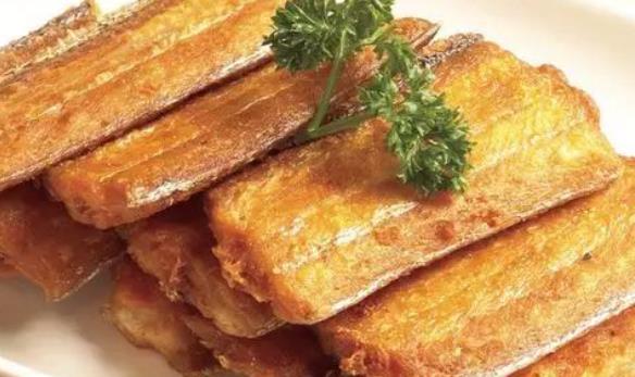 """炸带鱼时还在裹面粉吗?把面粉换成""""它"""",带鱼酥脆特美味"""