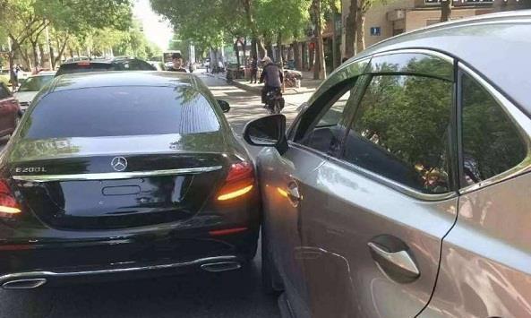 开车遇上小事故不要私了,这样做不用自己花钱,保费也不会上涨!