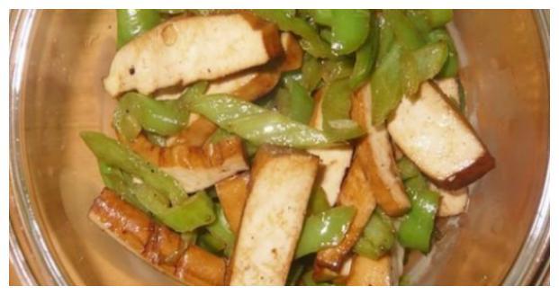精选美食:冬笋烧鱼片、香油龙利鱼、豆干炒芹菜、蒜瓣炒香干