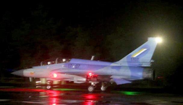 中国一款精锐战斗机,燃亮东南亚夜空!这国家空军,瞬间高大上