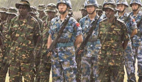中国解放军部队中出现黑人士兵,而且还是正式编制?