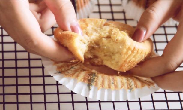 网红拔丝蛋糕,教你在家轻松做,松软香甜,掰开就拔丝