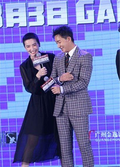 韩庚 与李媛、凤小岳现身《解码游戏》,又打又抱大玩CP虐翻天