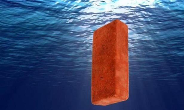 将一块砖头丢进1万米深的马里亚纳海沟,它要多久才能沉底呢?