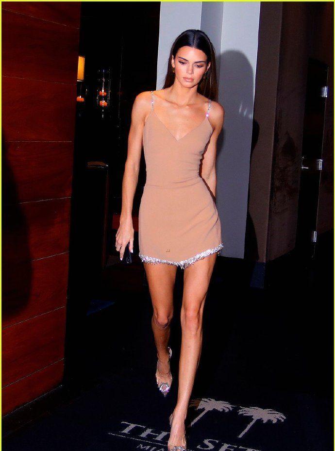 Kendall Jenner 6日迈阿密外出晚餐