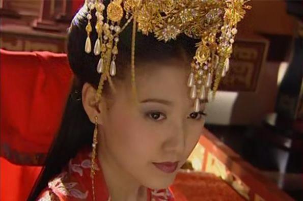 她是《刁蛮公主》中文蔷,被赵宝刚力捧,与高圆圆撞脸却一直不红