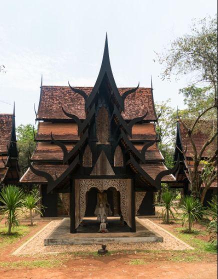 黑庙搜集了大量关于死亡、地狱的展品,与白庙是地狱与天堂的区别