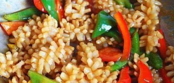 番茄白玉蘑菇汤,营养丰富,味道鲜美,成人儿童喜欢喝。