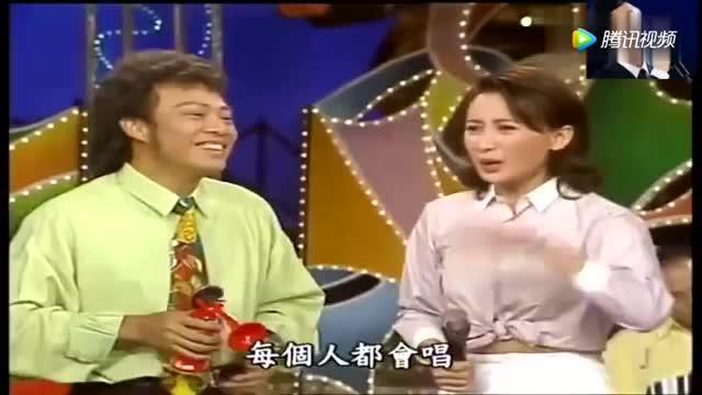 张菲扮鬼脸 吓女神周慧敏这表情包把全场都乐笑了