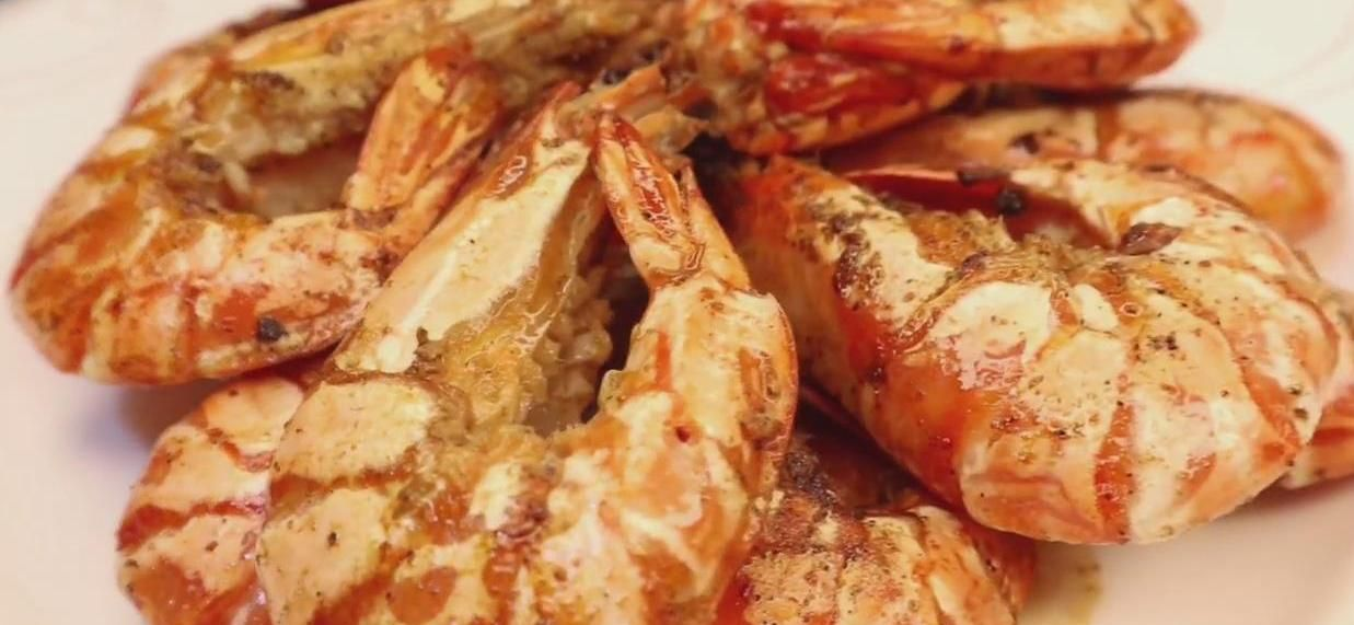 """制作非常简单的一道""""黑胡椒香煎虾"""",鲜香美味一学就会,收藏吧"""