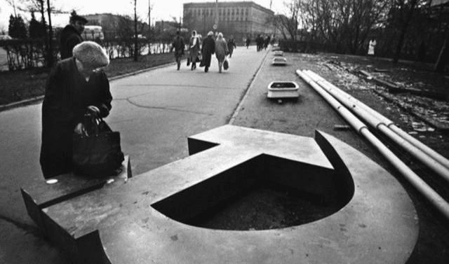 戈尔巴乔夫做了甚么?为甚么苏联会在他手中崩溃?