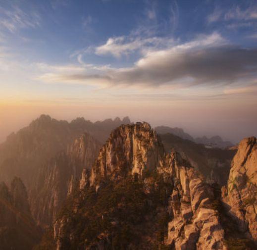 黄山市黄山:高耸云端的山峰,让人铭记心中