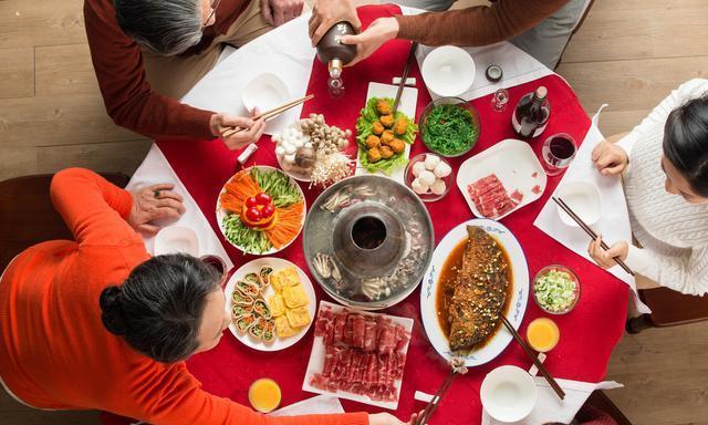 中国人有多爱吃火锅?降温了,没什么比围炉涮锅更治愈的了