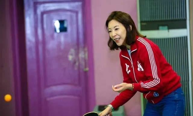 女乒名将曾击败过邓亚萍,如今气质极佳,自己创业成为老板