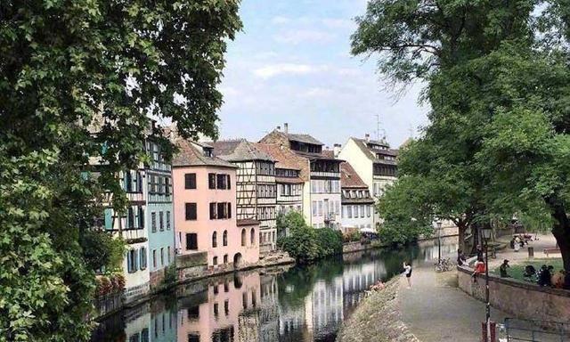 欧洲首都斯特拉斯堡,集太阳光辉和月亮柔美为一身