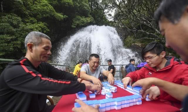 浙江丽水:长三角第一岑岭龙泉山设瀑布餐厅清冷避暑