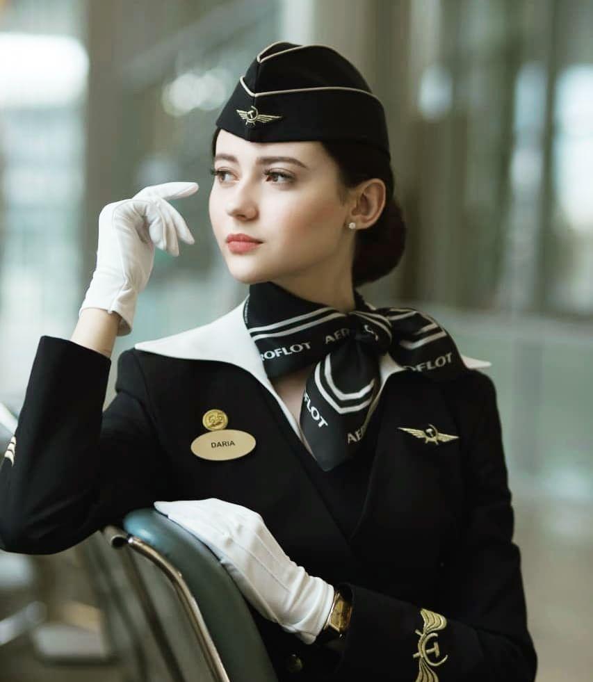 """23岁俄航空姐凭颜值走红!网友:简直像""""超模""""一样"""