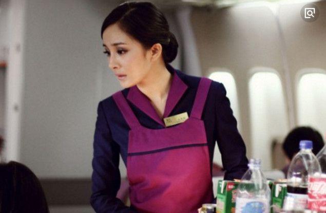 杨幂的空姐装,郑爽的空姐装,都没有64岁的她的空姐装优雅迷人