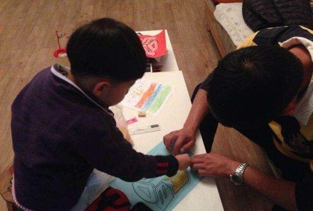 幼儿园布置亲子作业,看到上交的作业后,老师:这届家长是潜力股