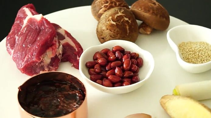 自制秘方牛肉酱,比买来的好吃多了,关键是里面有大颗的肉粒
