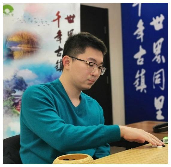 杨鼎新战胜李轩豪获得挑战权