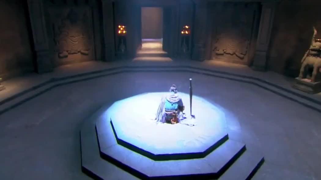 高手一旦无敌了,只有一把剑在身旁,就显得格外的寂寞
