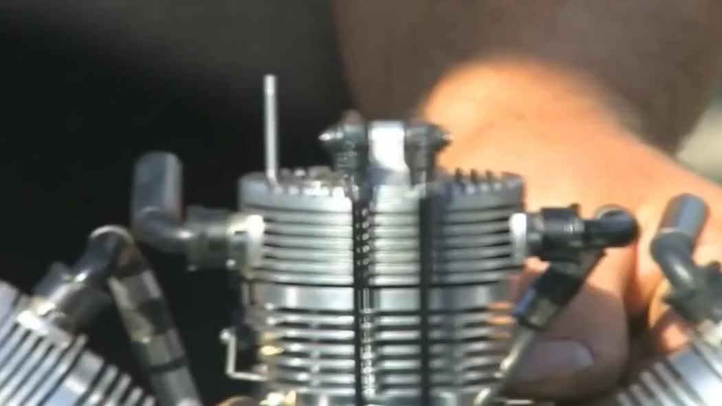小飞机的星型发动机,体积不大但强劲有力