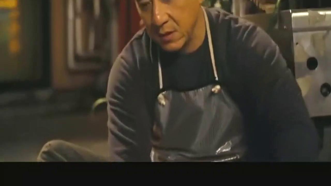 动作剧情片,成龙饰演的洗碗工搭救范冰冰的场景