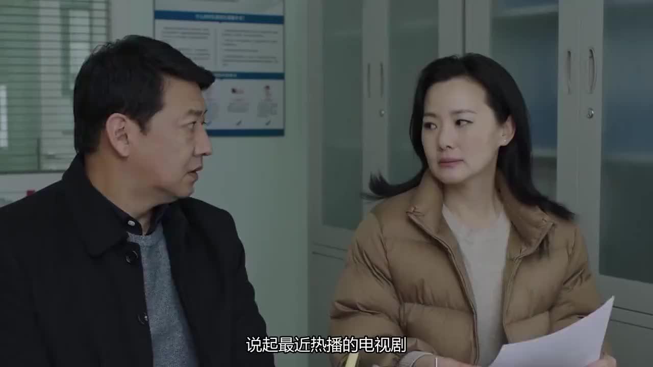 《小欢喜》季杨杨剃光头陪妈妈治疗,英子患抑郁症跳桥自杀