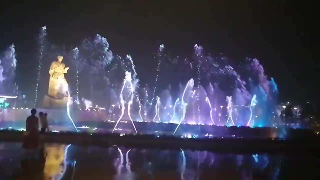 美丽的赣州南康家居小镇音乐喷泉让你有兴奋劲