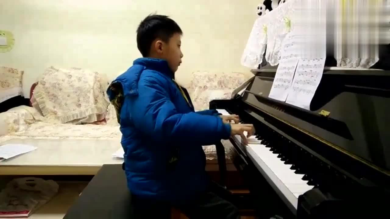 《微微一笑很倾城》钢琴曲甜蜜的旋律小朋友弹奏的也太好听了