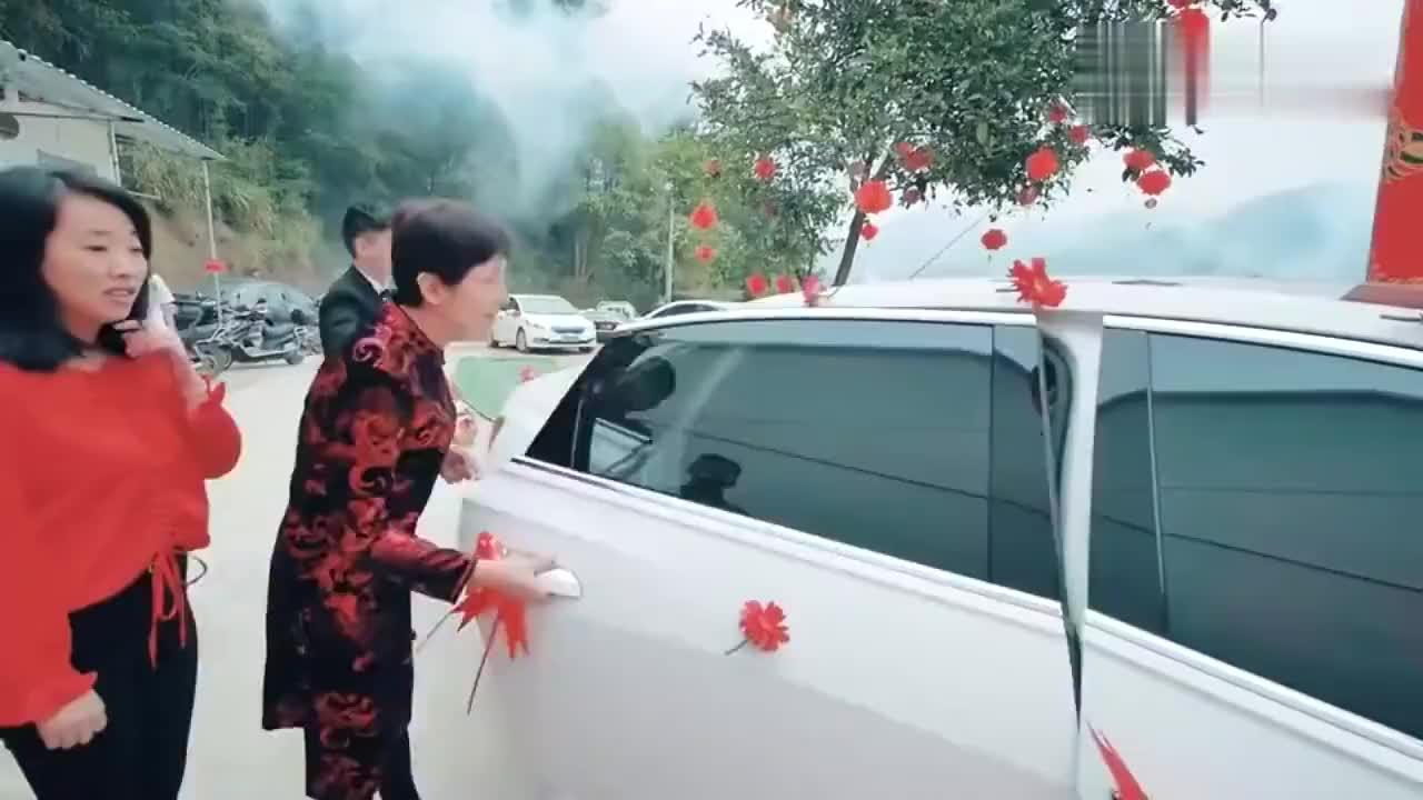 安徽一帅哥结婚新娘到家了盖着红盖头不知道漂亮不看看去