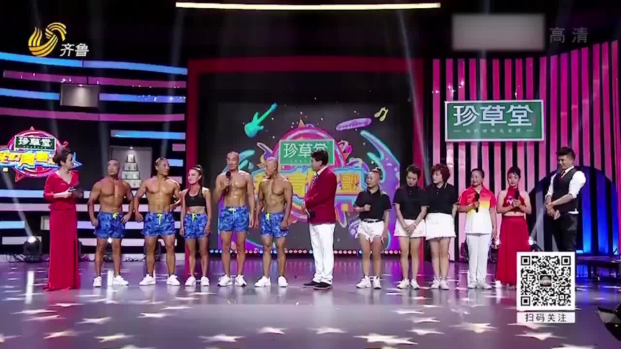 5旬大妈身材像少女身边站了4个壮汉朱时茂一脸羡慕