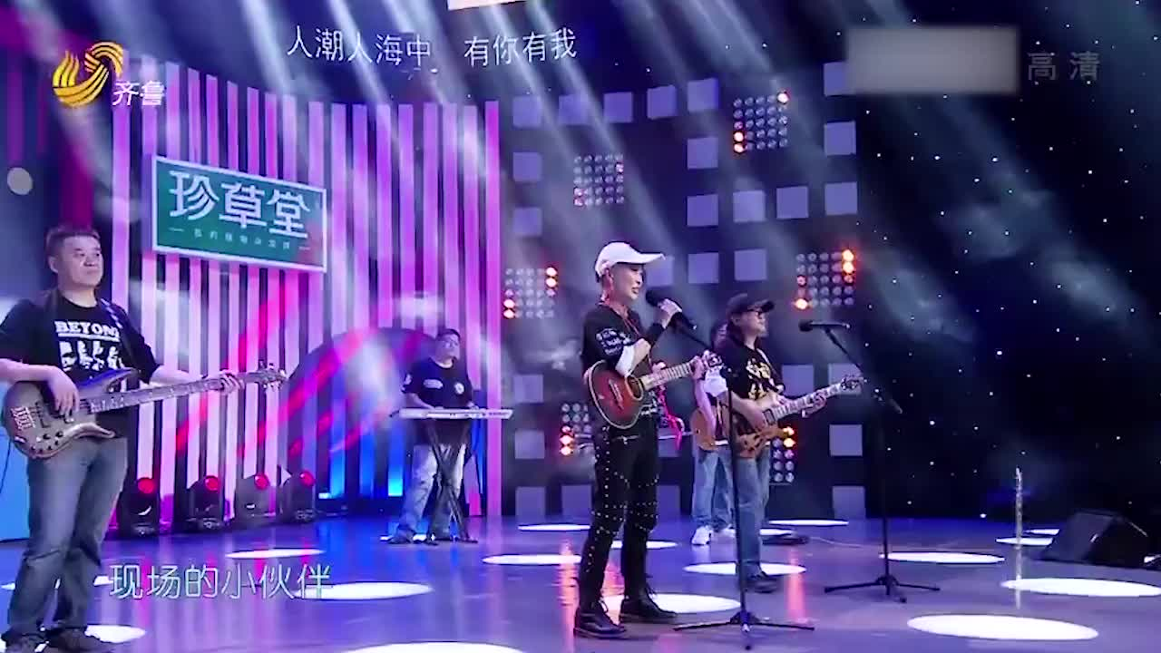6旬老太堪称女版崔健现场演唱《无地自容》嗨翻全场
