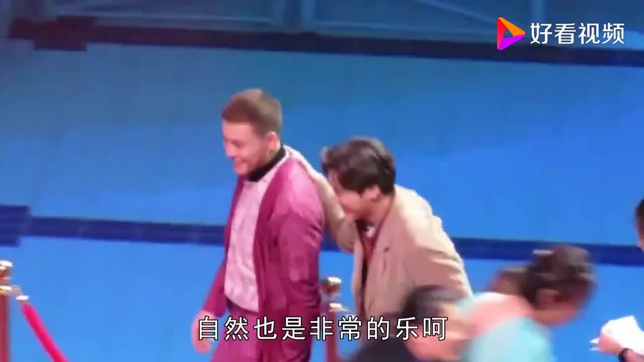 李易峰陈伟霆同框两大寸头直男现场互摸对方的头