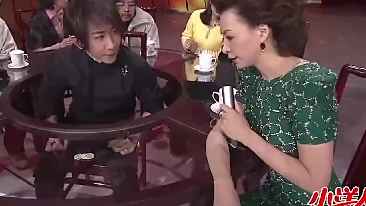 春晚最大的托董卿登场来配合著名魔术师刘谦真是神操作啊
